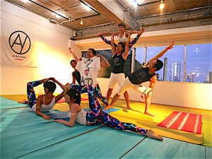 "New Popular Yoga ""Acro Yoga"" in Japan!"