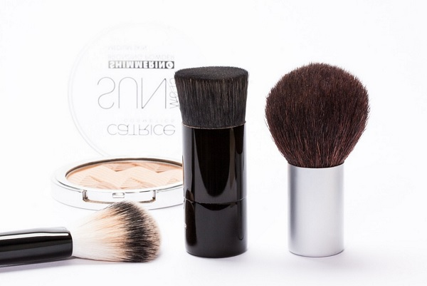 Three popular base makeup items for having a small face!