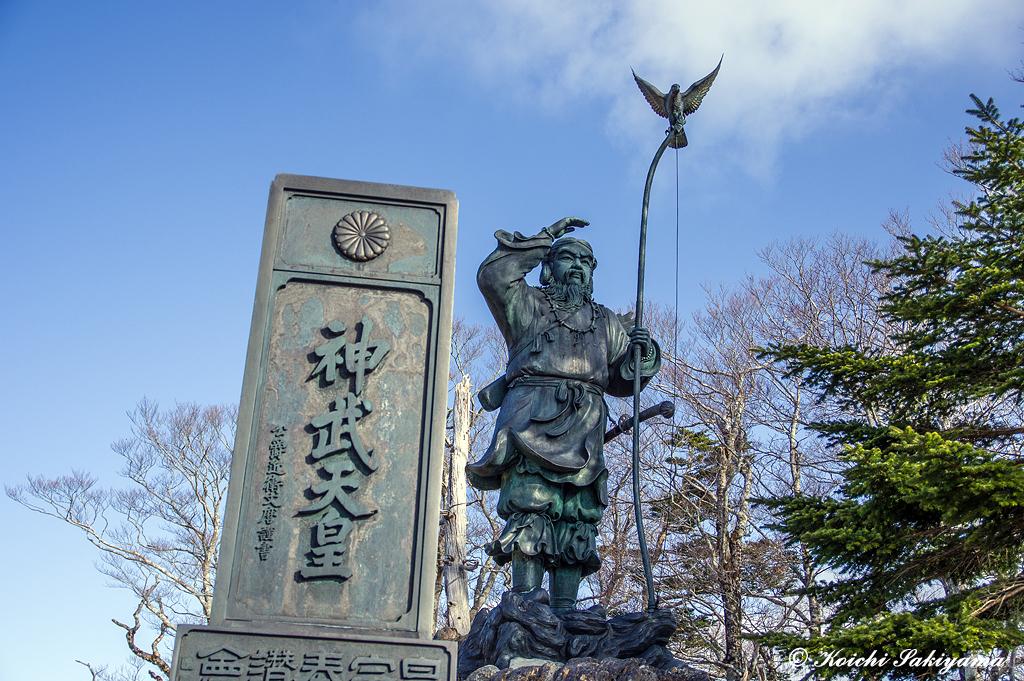 牛石ヶ原にある神武天皇像