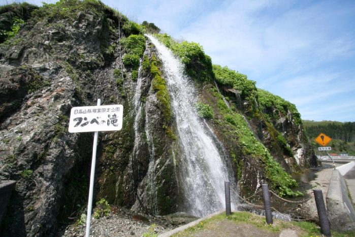 フンベの滝