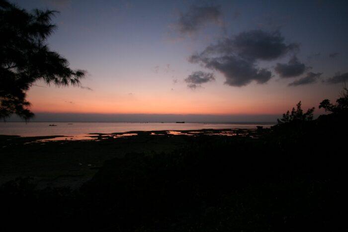 残波ビーチの夕暮れ