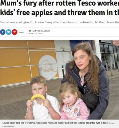 意地悪な店員に不快な思いをした親子(画像は『Daily Record 2017年9月14日付「Mum's fury after rotten Tesco worker confiscated her kids' free apples and threw them in the bin」(Image: Callum Moffat)』のスクリーンショット)