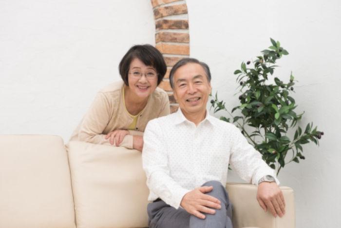 笑う老夫婦