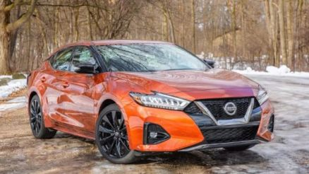 2020 Nissan Maxima front