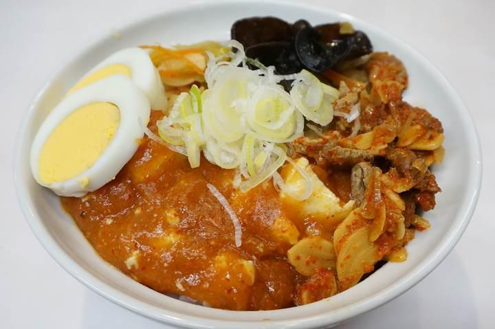 MOUKO TANMEN NAKAMOTO 蒙古タンメン中本 - 半蒙古丼