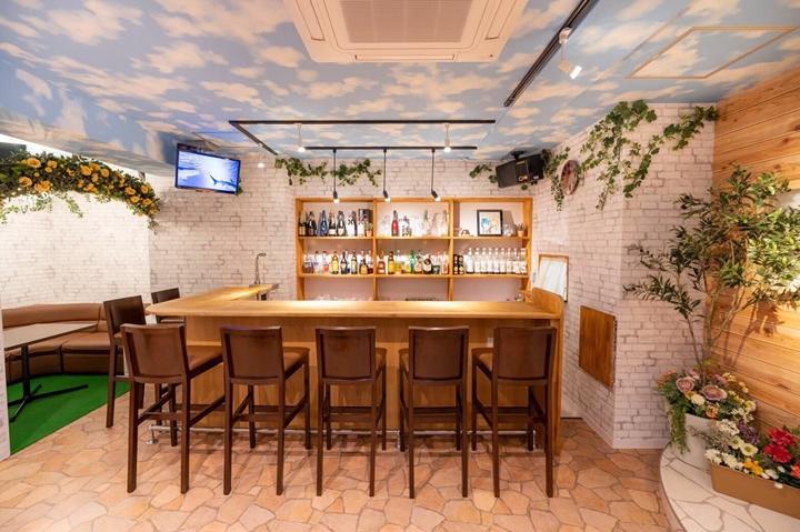 Cafe & Bar Mermaid (in Akihabara Tokyo) コンセプトカフェ&バー・マーメイド (東京 秋葉原)
