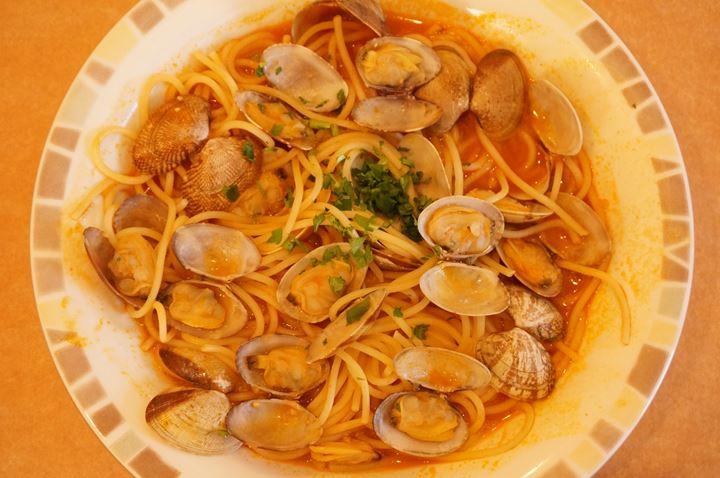 スープ入りトマト味ボンゴレ Spaghetti Vongole with Tomato スパゲッティ - Saizeriya サイゼリヤ