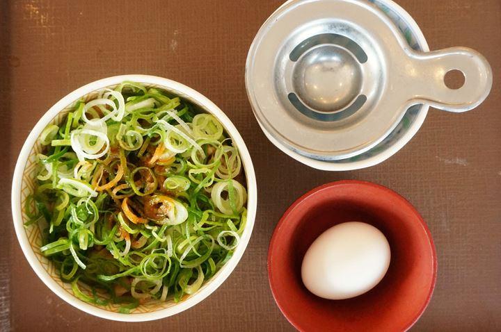 Gyudon with Green Onion and Raw Egg Small ねぎ玉牛丼ミニ - SUKIYA すき家