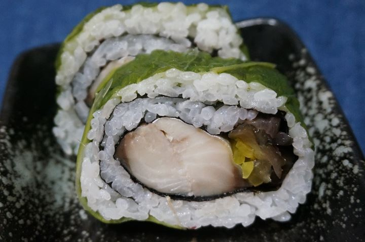 Mackerel with Leaf Mustard Sushi 高菜のさば太巻 さば高菜巻 いなげや Inageya 鯖寿司 鮨