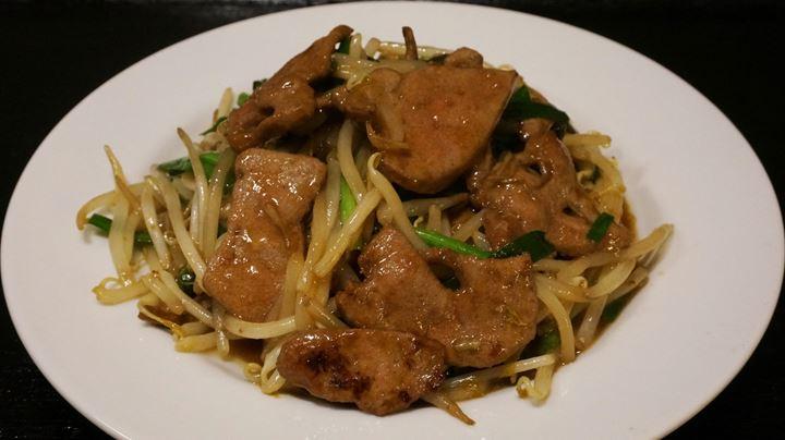 Stir Fried Pork Liver and Chive Set Meal, Lunch Menu at YOSHIKI 良記(よしき)餃子酒場 竹ノ塚本店 ランチメニュー ニラレバ炒め定食