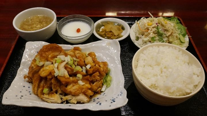 Deep Fried Chicken Thigh with Sweet and Sour Sauce Set Meal, Lunch Menu at YOSHIKI 良記(よしき)餃子酒場 竹ノ塚本店 ランチメニュー ユーリンチー(油淋鶏)定食