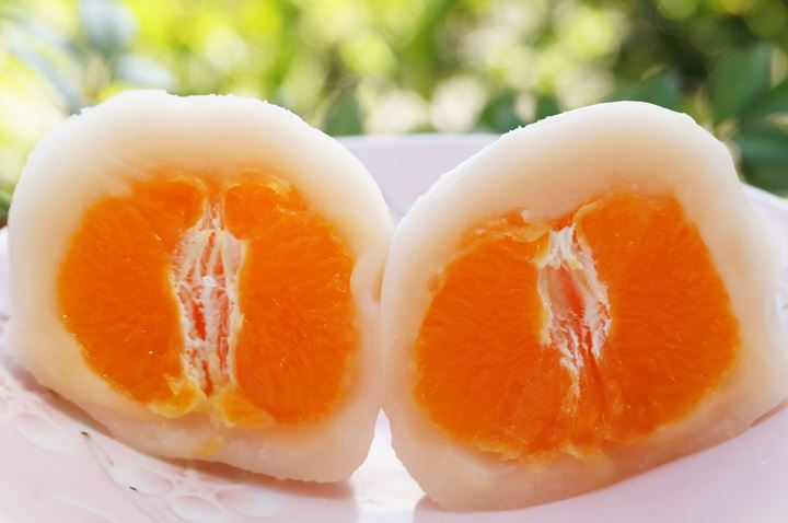 A Japanese orange and red bean rice cake まるごとみかん大福 MIKAN DAIFUKU