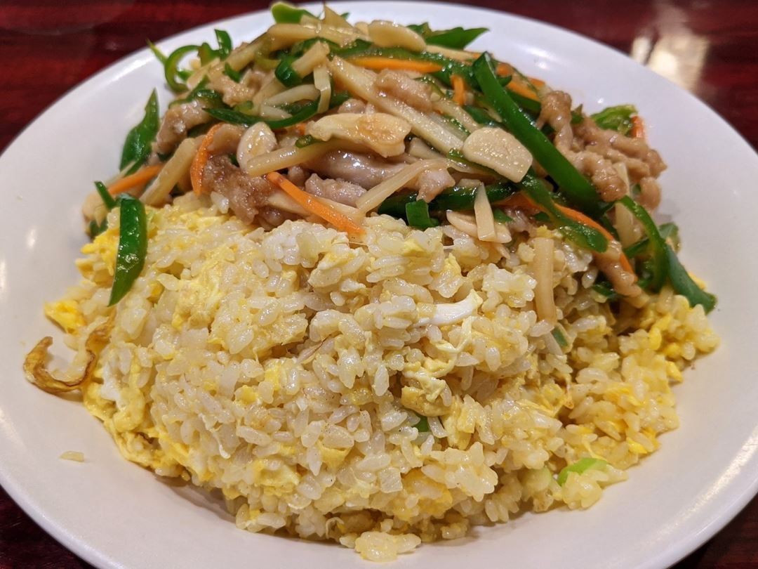 Stir-Fried Thinly Sliced Green Peppers and Meat with Fried Rice Lunch Set チンジャオロース炒飯セット YOSHIKI 良記(よしき)餃子酒場 竹ノ塚本店 ランチメニュー