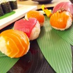 マグロとサーモンの手毬寿司