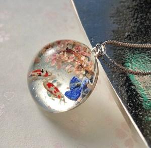 和風クリスタルガラスドーム鯉と桜ネックレス