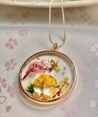 和風ネックレス 金の鶴とセンスと桜と松