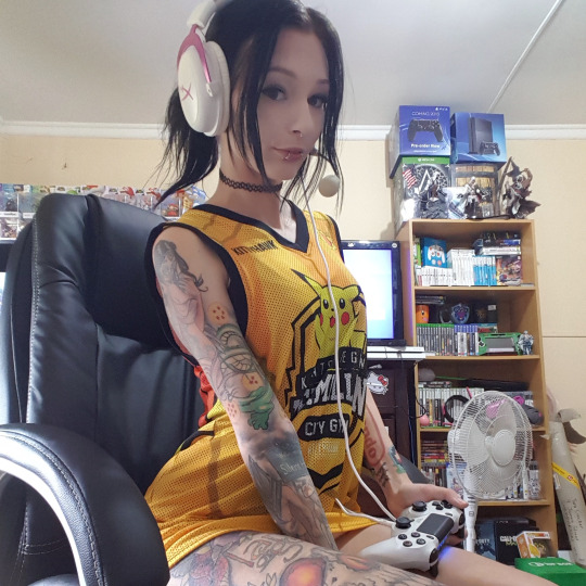 Gamer Girl – Hylia Suicide | Japandaman