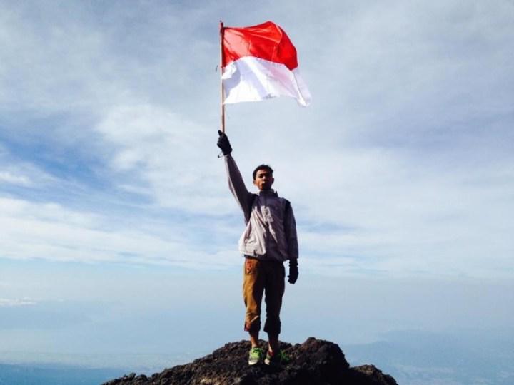 merah putih di Gunung Fuji