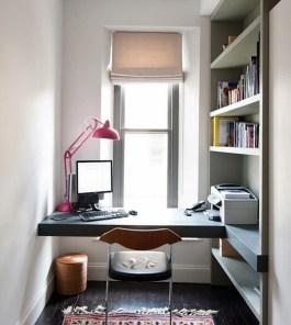 home-office-pequeno-iluminado-janela