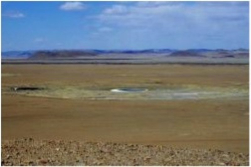 One of the candidate sites for a nuclear power plant in Mongolia is pictured in April 2011. There is no source of water needed to cool down reactors as the lake in the center of the photo has dried up. (Mainichi)