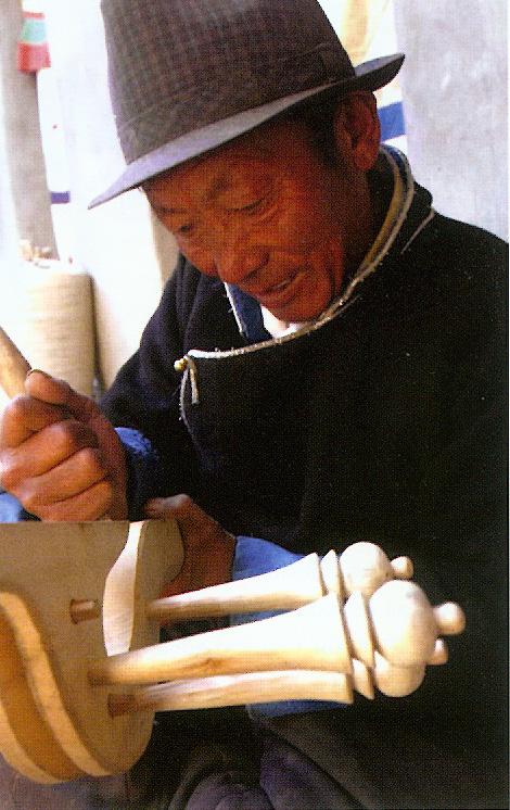 Tibetský umelec pri práci