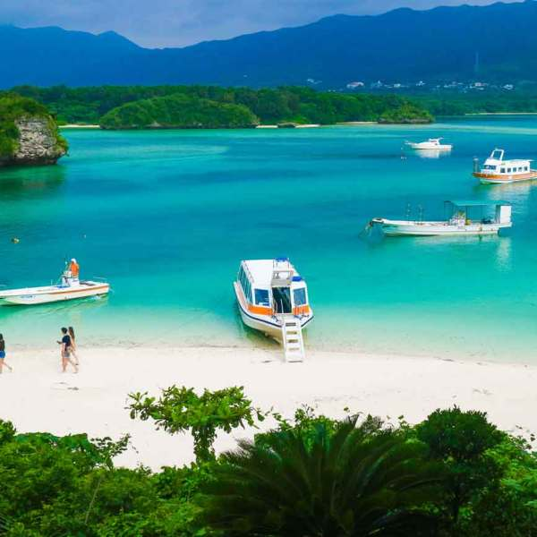 Okinawa Travel Guide: Kabira Bay on Ishigaki Island | Travel to Japan from Canada