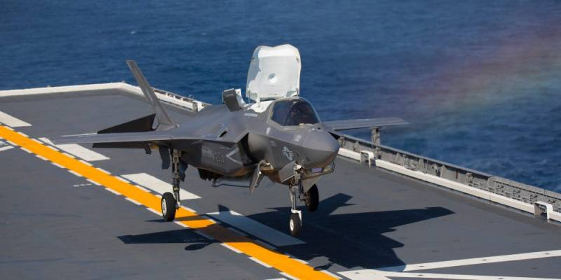 F-35 landing on Japanese Aircraft Carrier