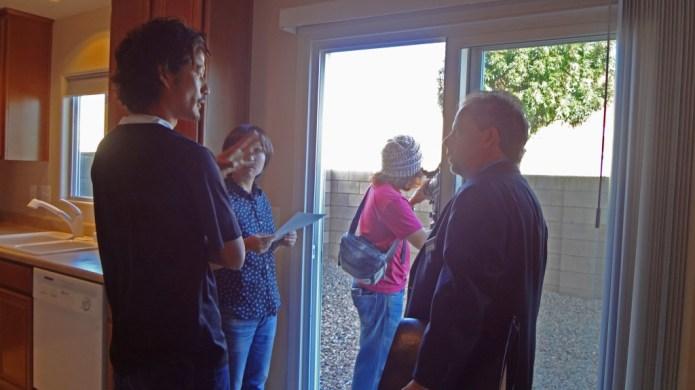 ラスベガスの不動産エキスパートとしてテレビクルーにより取材を受ける