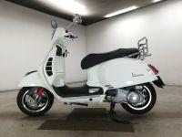 vespa-bike-super300-white-70312365494-2