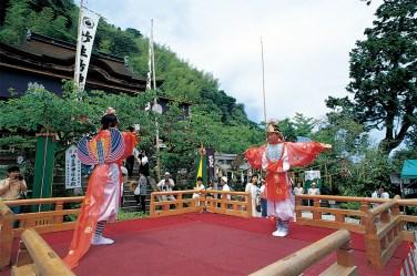 滋賀県、琵琶湖の竹生島神社(旧称、弁才天社)の祭礼。 広島の厳島神社、神奈川の江島神社とともに日本三大弁天と呼ばれる。 創建は420年と伝えられている。