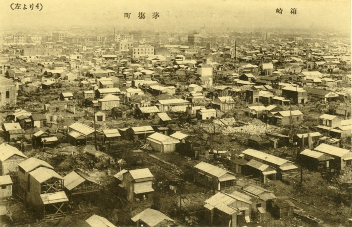 Kayabacho immediately after the great Kanto Earthquake (1923). This is the oldest picture I've seen of the area. I can't tell if the empty areas a debris and collapsed buildings or yards and fields...