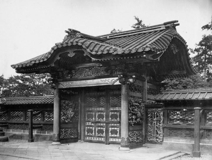 Back of imperial scroll gate - bunshoin tokugawa ienobu grave