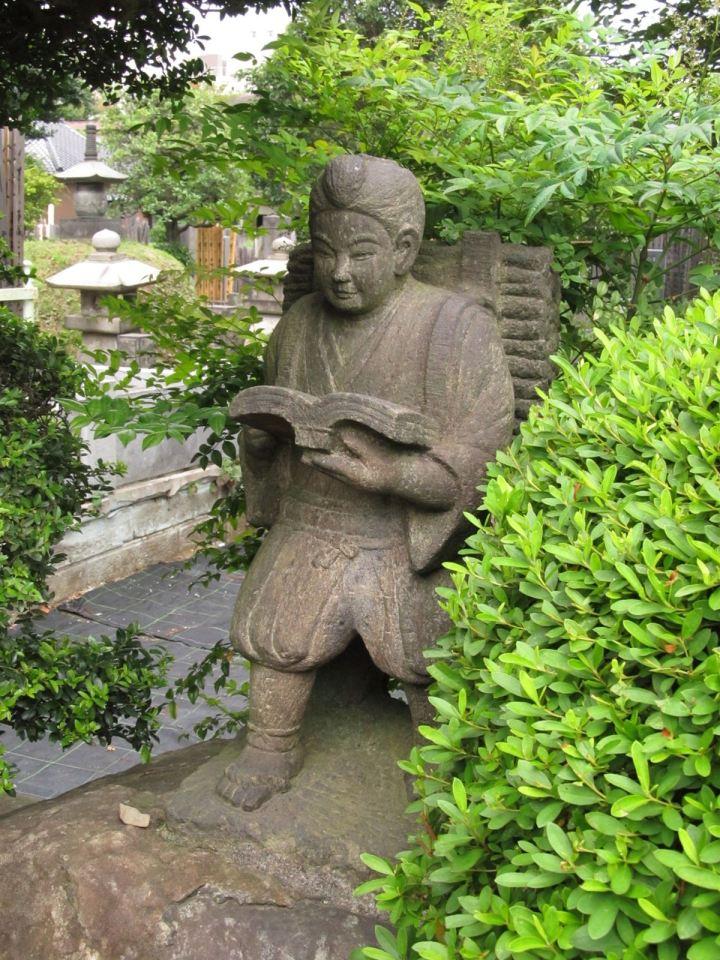 Little Edo Period boy with a backpack reading while walking = Ninomiya Sontoku. An ubiquitous image around Japan.