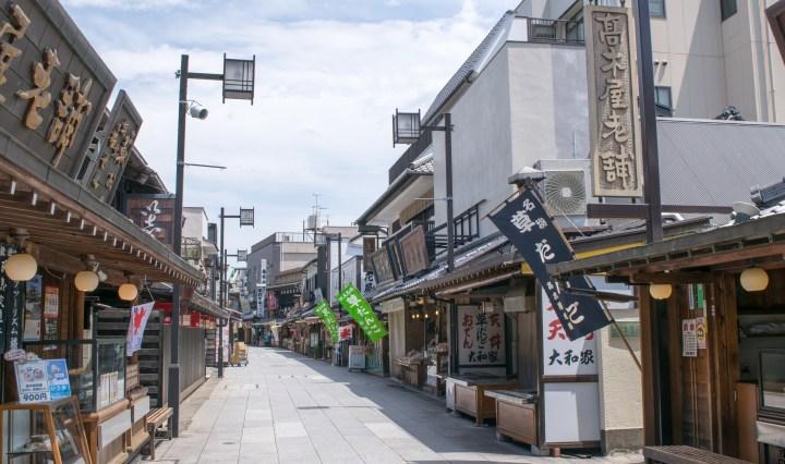 katsushika low city street