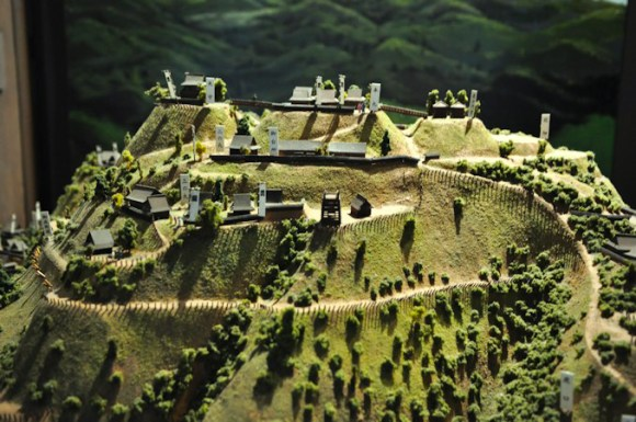Castles before the Muromachi Period were more like forts. The elegant, impressive structure that we usually associate with Japanese castles didn't come until the Sengoku Period came to a close. Oda Nobunaga, I'm looking at you.