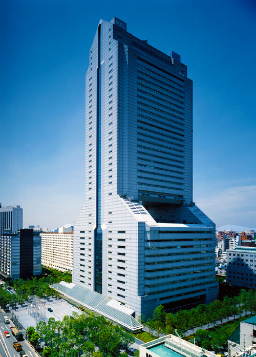 One of Tamachi's crowning jewel's is the NEC world headquarters. I used to work in this building. The top of the building is narrow, buts the base is built on a sprawling lot. I'll get back to that in a minute.