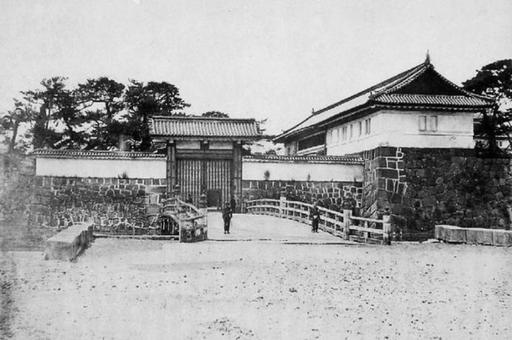 The Ote-mon (main gate) at the time of the collapse of the shogunate.