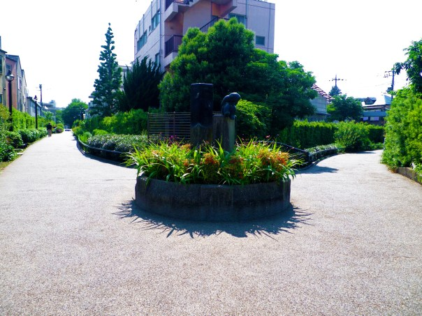 The start of the Meguro River is the confluence of the the Kitazawa River and Karasuyama River.