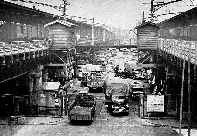 1960's Akihabara Station was all about distribution. High end electronic parts came in and out of here and gave birth to Electric Town.
