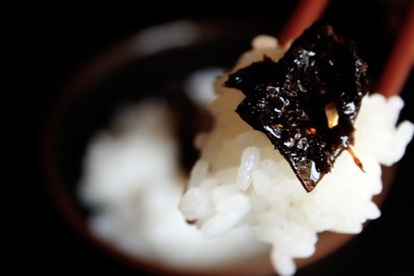 Kelp tsukudani. The modern versions use sugar to make the taste mild.  While Edo Period food would be a bit bland to the modern international palate, tsukudani was considered quite flavorful. This was a hallmark of the Edo flavor of Kanto in comparison to the light flavors of Kyoto.