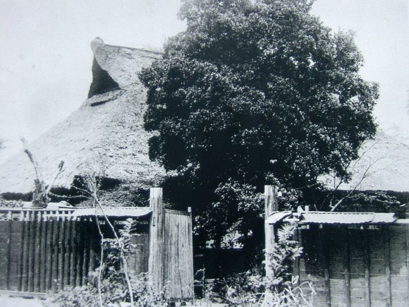 This picture is purported to be the Kondō residence in Chōfu.