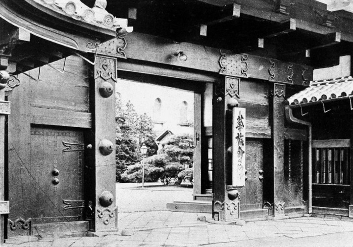 A close up of the Kuro Mon gate. This gate served as the entrance to the Rokumeikan. Gonna talk about that later.