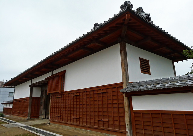This is a more elaborate and imposing gate in Tatebayashi. It served as a checkpoint between the commoner section of town and the samurai section of town that surrounded Tatebayashi Castle.