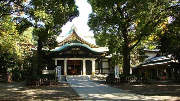 Conspicuously, Ōji Shrine possesses no armor from Minamoto no Yoritomo.