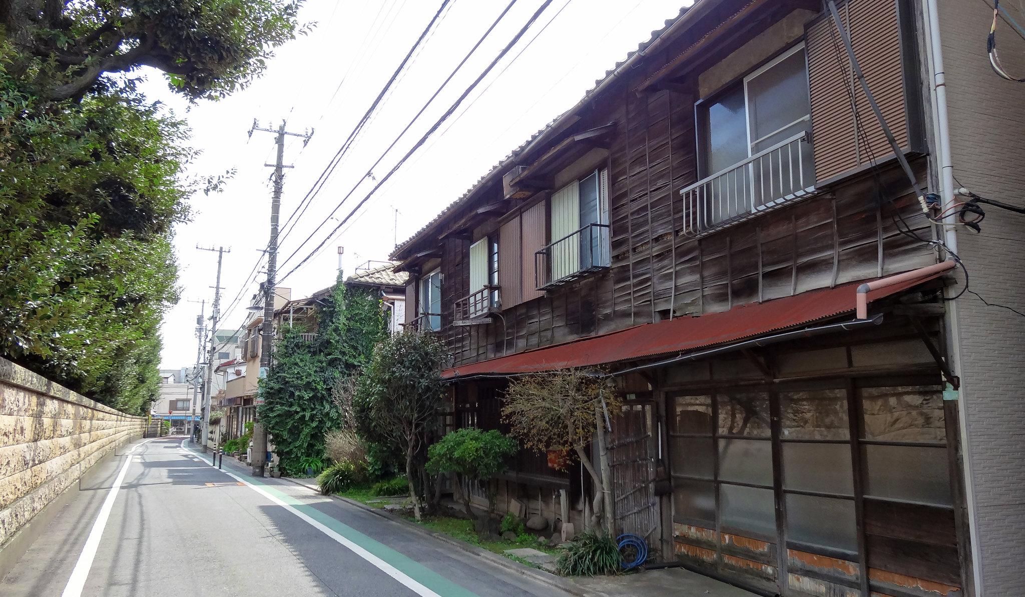 tokyo walking tour rowhouses
