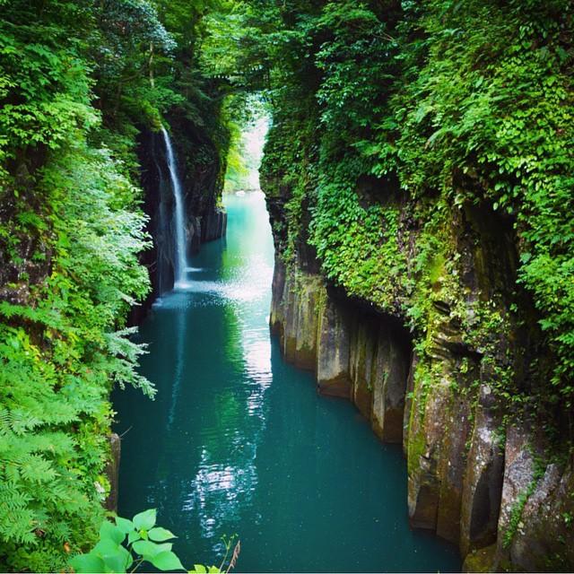 Manai-Falls-in-Takachiho-Gorge-Japan-outdoors-nature-beauty-waterfall-japan
