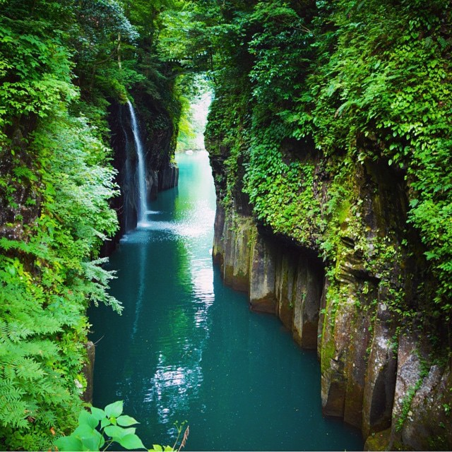 Manai-Falls-in-Takachiho-Gorge-Japan-outdoors-nature-beauty-waterfall-japan