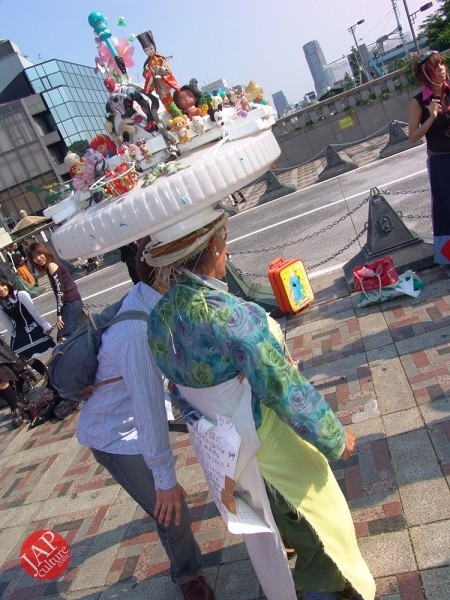 Japanese Strange man teach you that you are strange by serious political message (11)