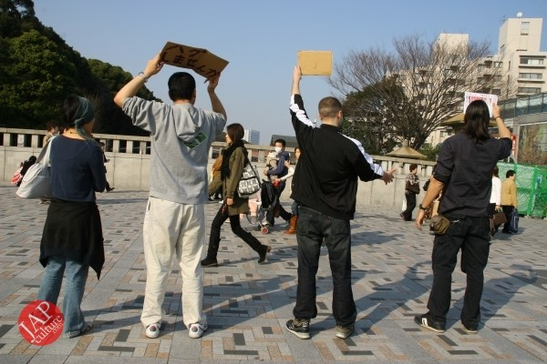 Free hugs struggle in Japan vol.1 Can we do it really smoothly and naturally? (14)