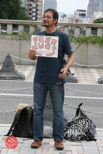 Free hugs struggle in Japan vol.1 Can we do it really smoothly and naturally? (8)